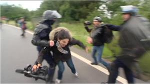 journalistes_bouscule_s