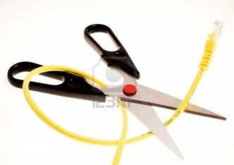 5332910-paire-de-ciseaux-a-couper-un-cable-internet